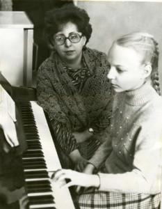 Преподаватель Иохимович Елена Давидовна, в настоящее время директор ДШИ № 23